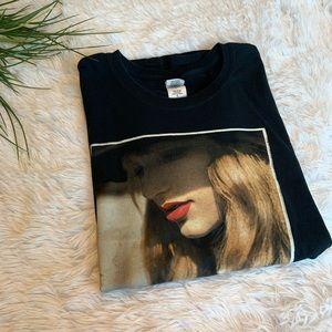 2/$15 Taylor Swift RED Best album graphic shirt L